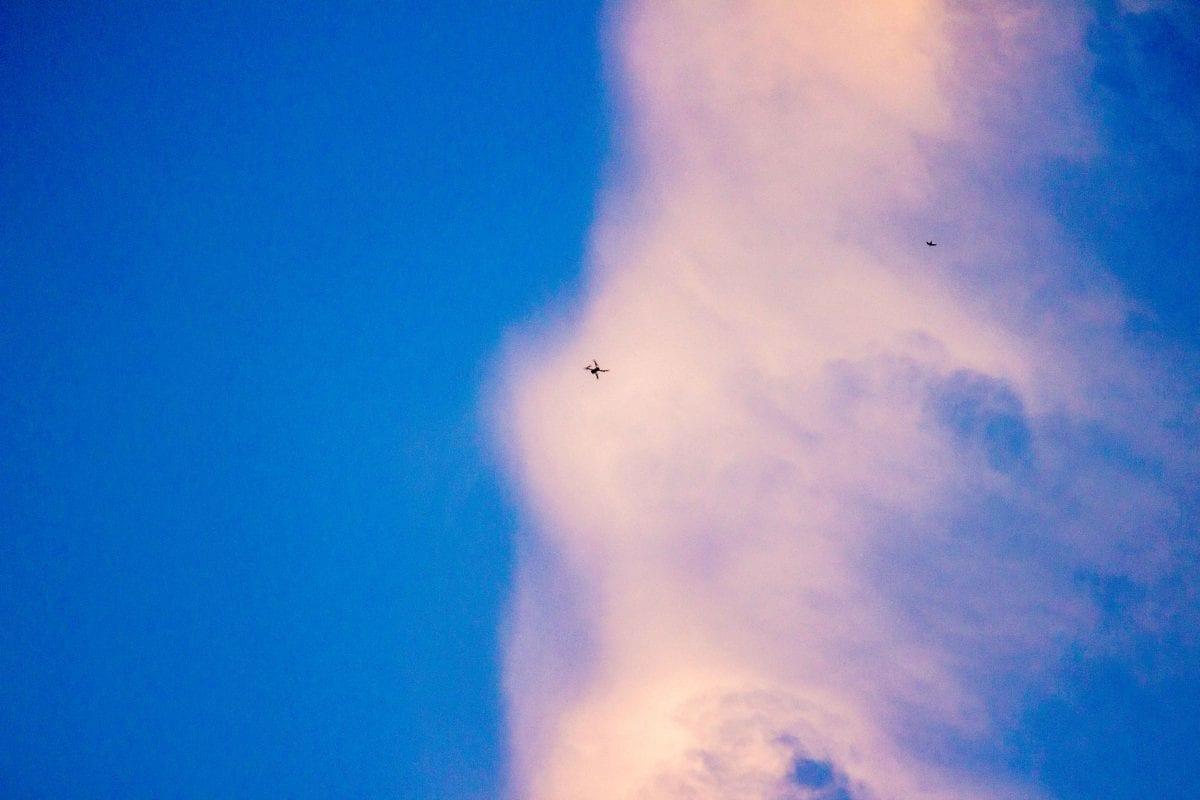 Drone-flying-with-bird-Lokalni-i-Globalni-Cosmic-Production